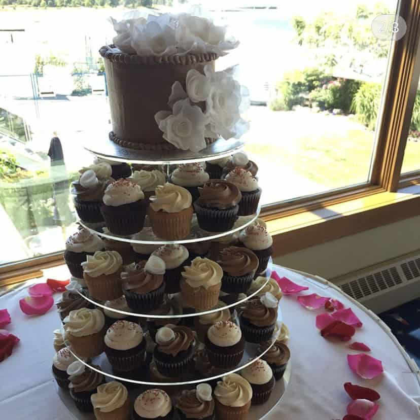 wedding-cake-cupcakes-flower-rose-petals